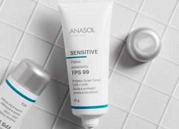 O lançamento mais aguardado: Anasol Clinicals Sensitive FPS 99