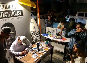 Noite de autógrafos no stand Santacosta